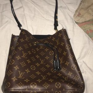 I am selling a women Louis Vutton bag